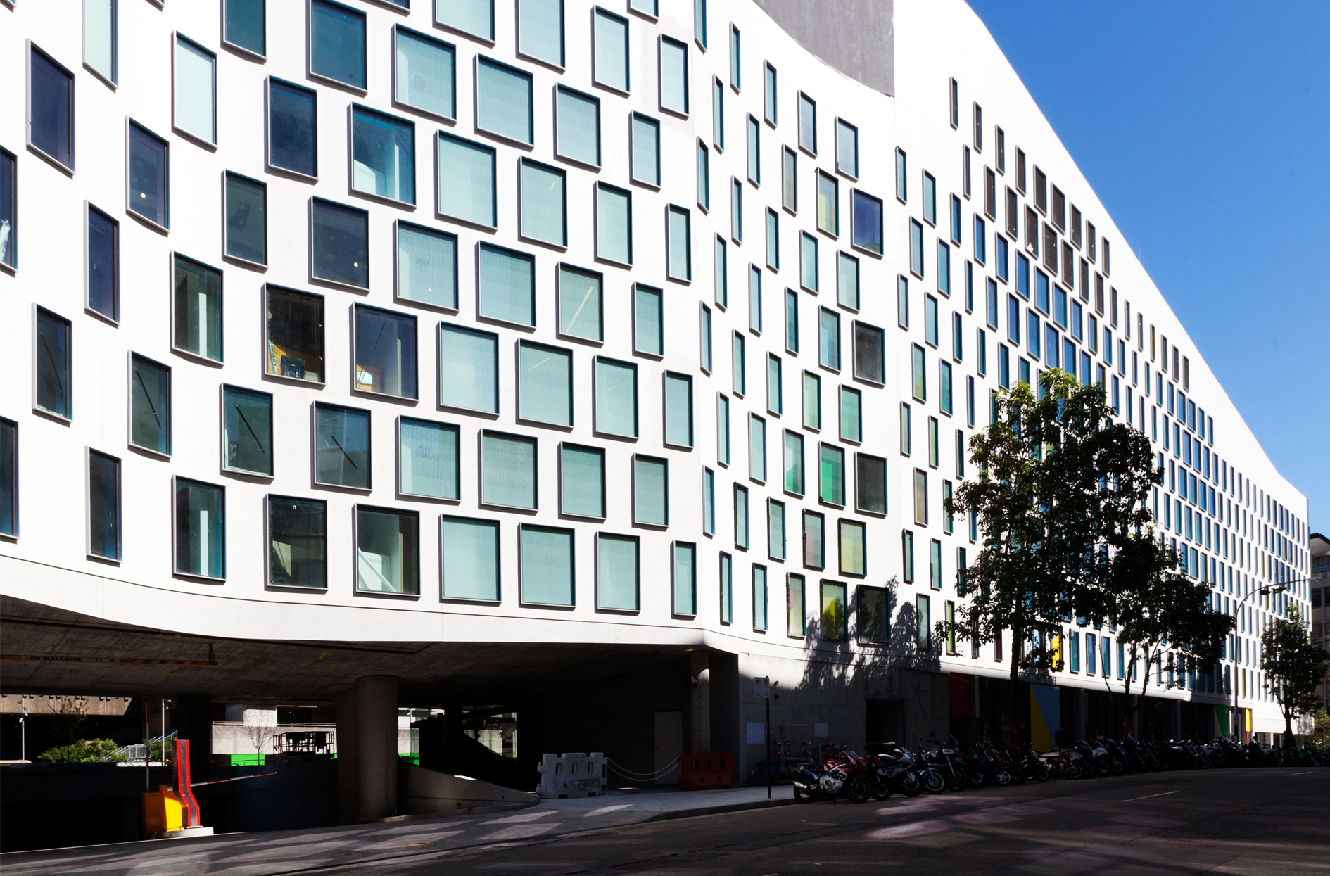 Thumbnail UTS Science and Graduate School of Health Building / 2