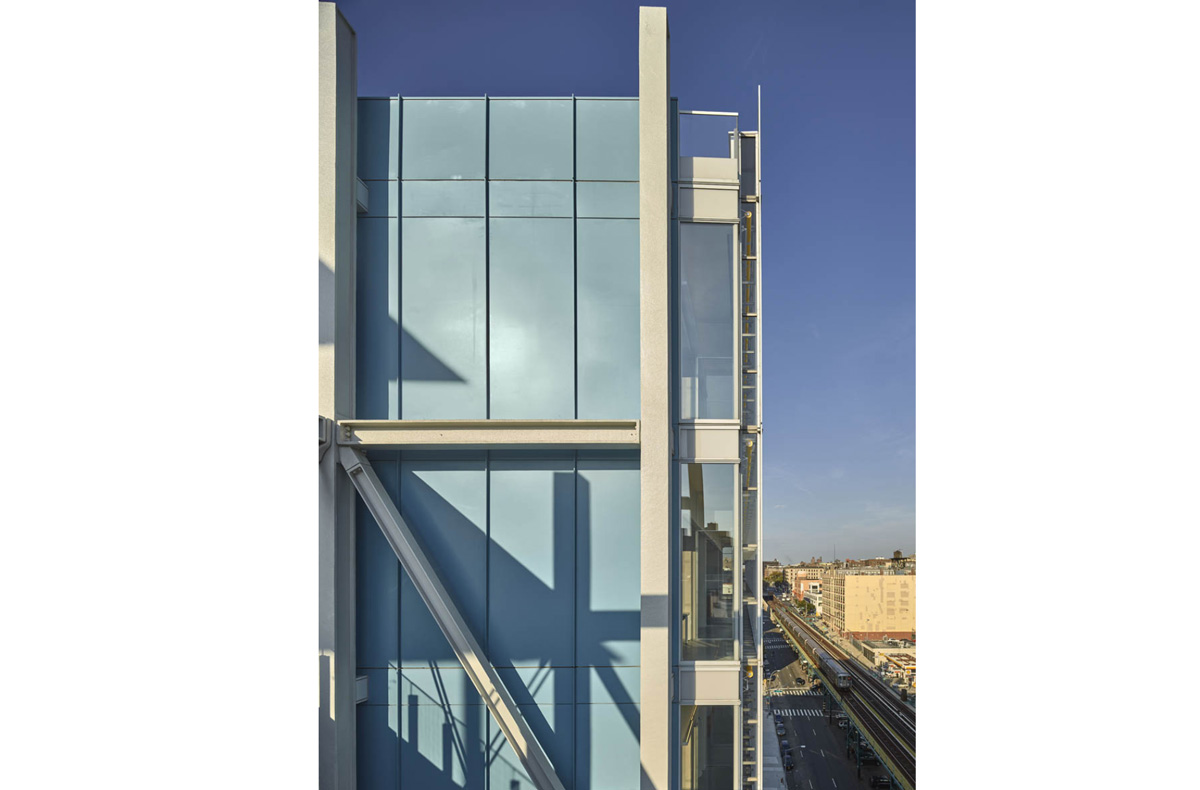 Thumbnail LEED Gold rated double skin facade of the Jerome L. Greene Science Center in New York